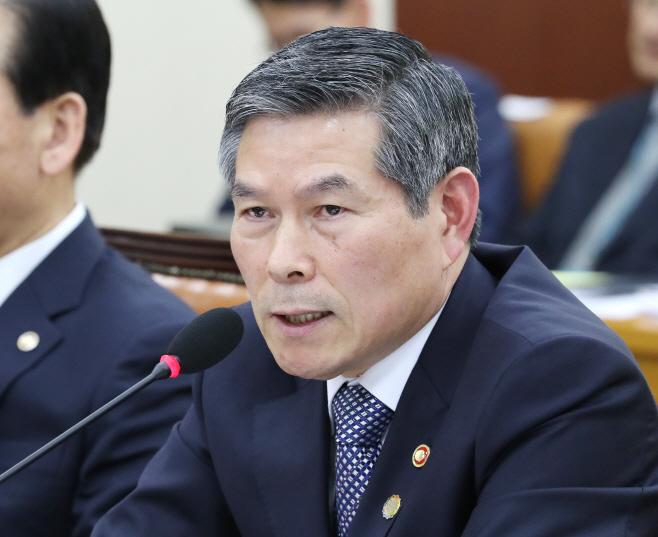 북한주민 질문에 답변하는 정경두 국방부 장관<YONHAP NO-4254>