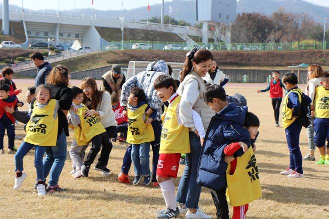 함께하는 축구교실' 참가자 모집(지난해 행사 모습)