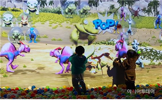 키즈카페 '헬로마이디노'에서 놀고 있는 어린이들/제공=블루원