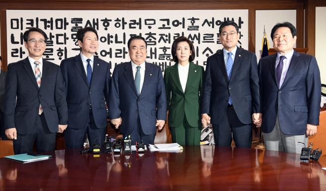 문희상 의장, 교섭단체 원내대표 회동<YONHAP NO-2223>