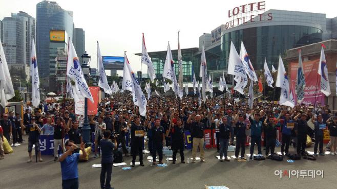 서울역 광장에 모인 전국 철도노동자들