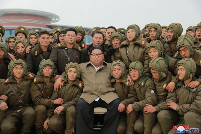 북한 김정은, 조선인민군 낙하산 침투훈련 지도