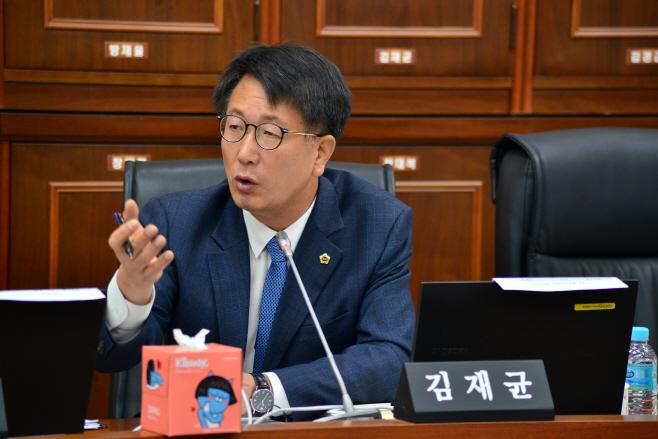 김재균 의원, 초등교사 업무상 횡령 관련 질의
