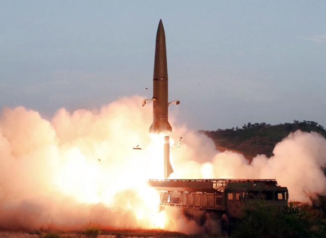 북한, 동해로 미상발사체 2회 발사<YONHAP NO-1085>