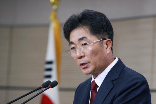 질문에 답하는 성기선 한국교육과정평가원장<YONHAP NO-2161>