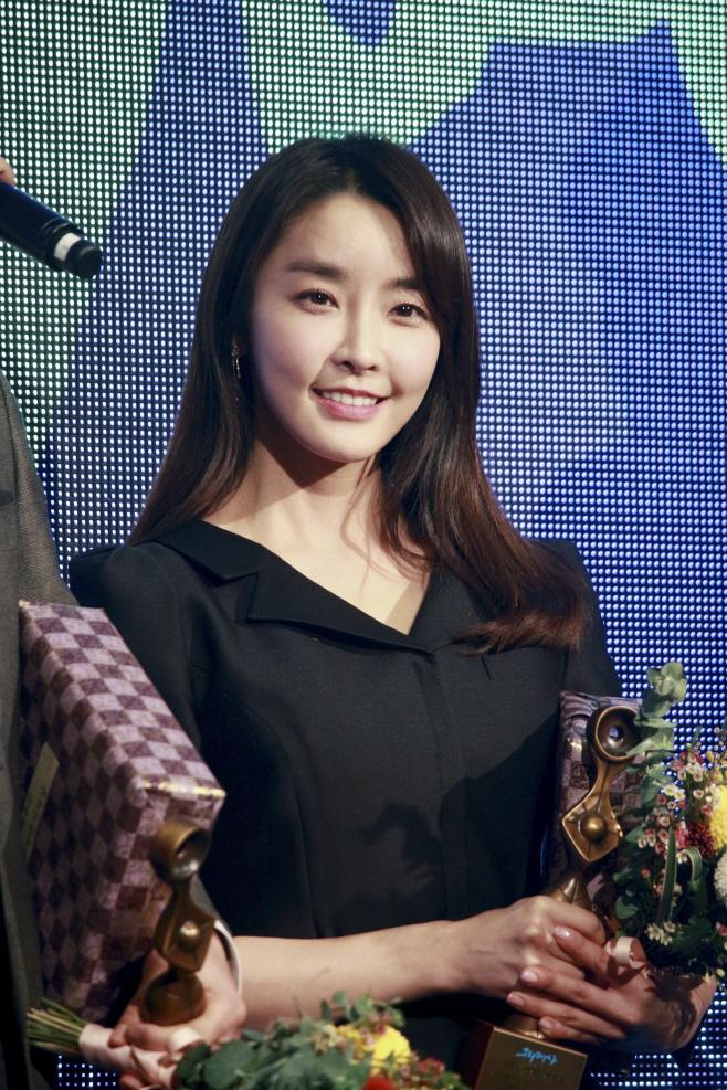 [사진] 정유미, '그리메상' 여자 최우수 연기자 상 수상! (1)
