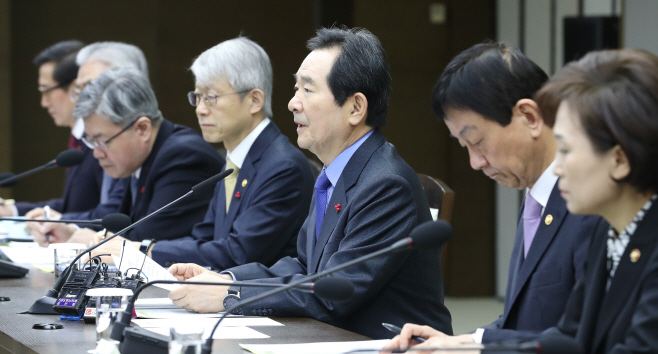 국정현안점검조정회의에서 발언하는 정세균 총리