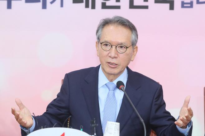 공관위 발언하는 김형오<YONHAP NO-3167>