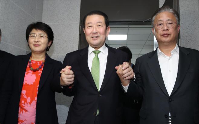 호남기반 3당 '민주통합당'으로 통합<YONHAP NO-3341>