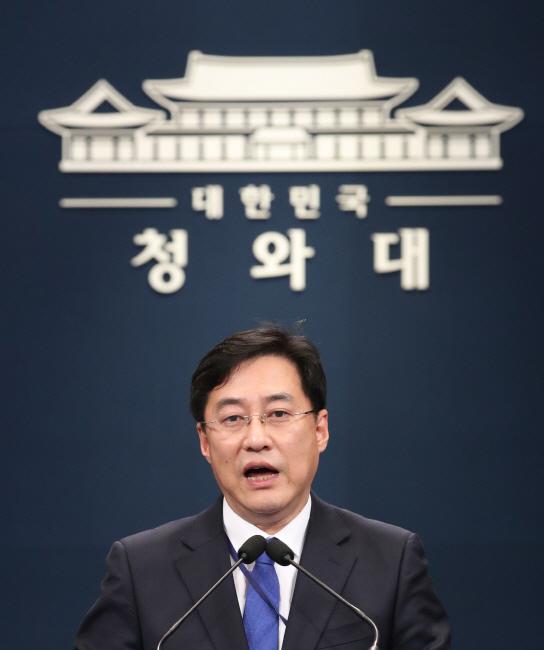 강민석 대변인, 첫 브리핑