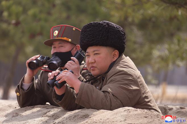 김정은, 전선장거리포병구분대 훈련  지도