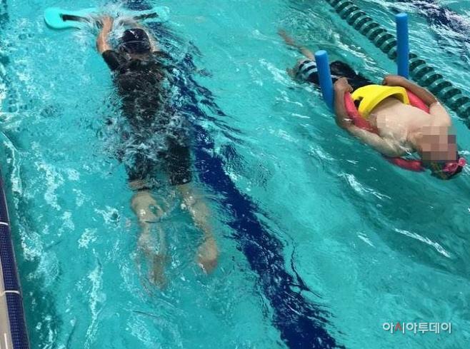 부천시, 수영재활교실 참여자 활동 모습