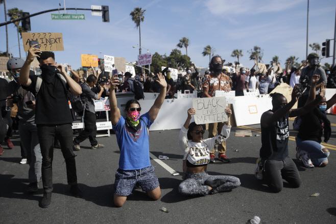 America Protests California <YONHAP NO-3195> (AP)