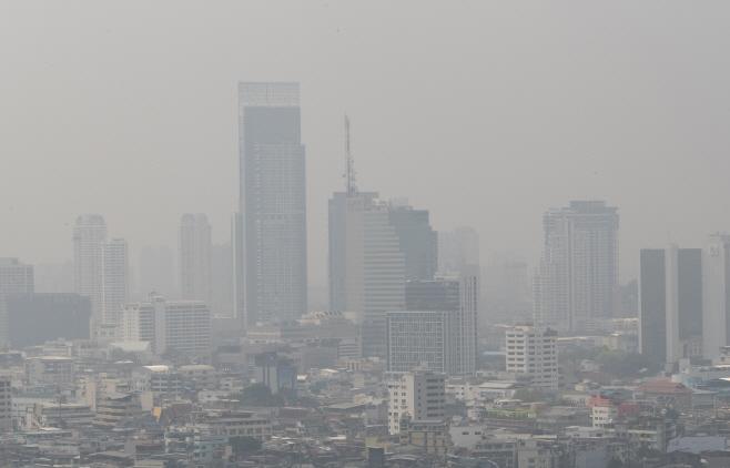 스모그로 뒤덮인 태국 방콕