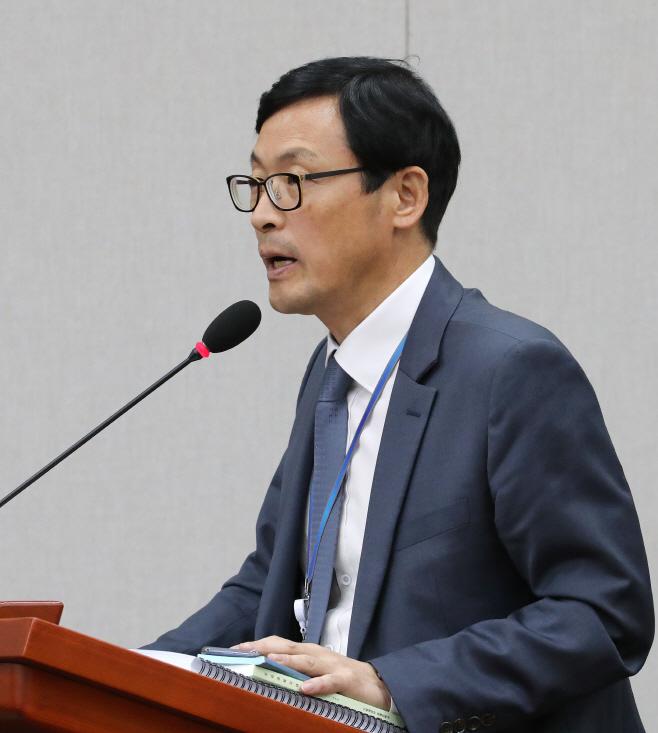 답변하는 이호승 청와대 경제수석