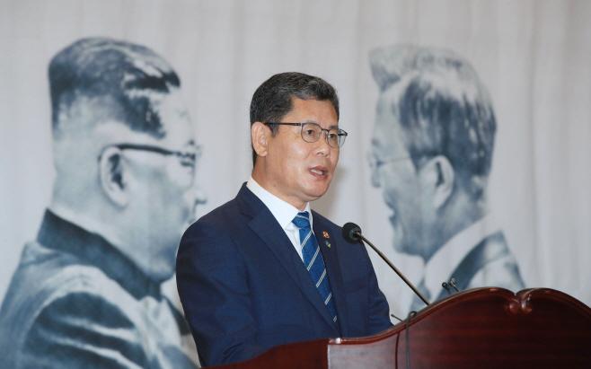 축사하는 김연철 통일부 장관