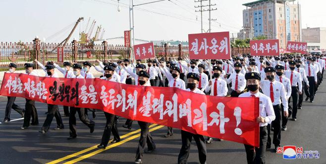 북한 청년들, 탈북자 대북전단 살포 항의군중집회