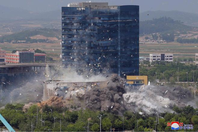 폭파되는 남북공동연락사무소
