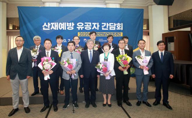 7.6 이재갑 고용노동부 장관, 산재예방 유공자 격려7