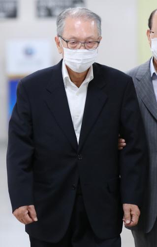 항소심 선고 공판 출석하는 김기춘 전 비서실장