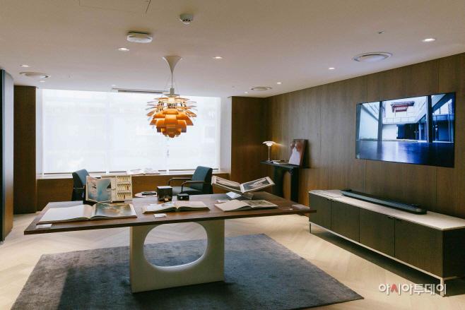 [롯데백화점] 더콘란샵 2층에 전시된 레어북