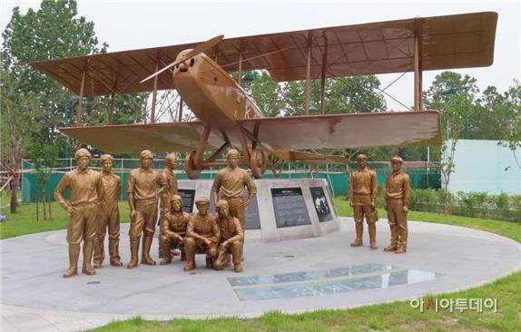 대한민국 임시정부 '한인비행학교' 기념조형물