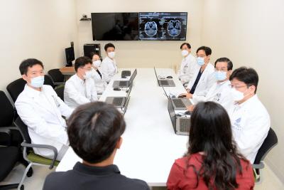 안종양 다학제 진료 장면 (1)