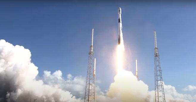 한국군 첫 전용 통신위성 '아나시스 2호' 발사