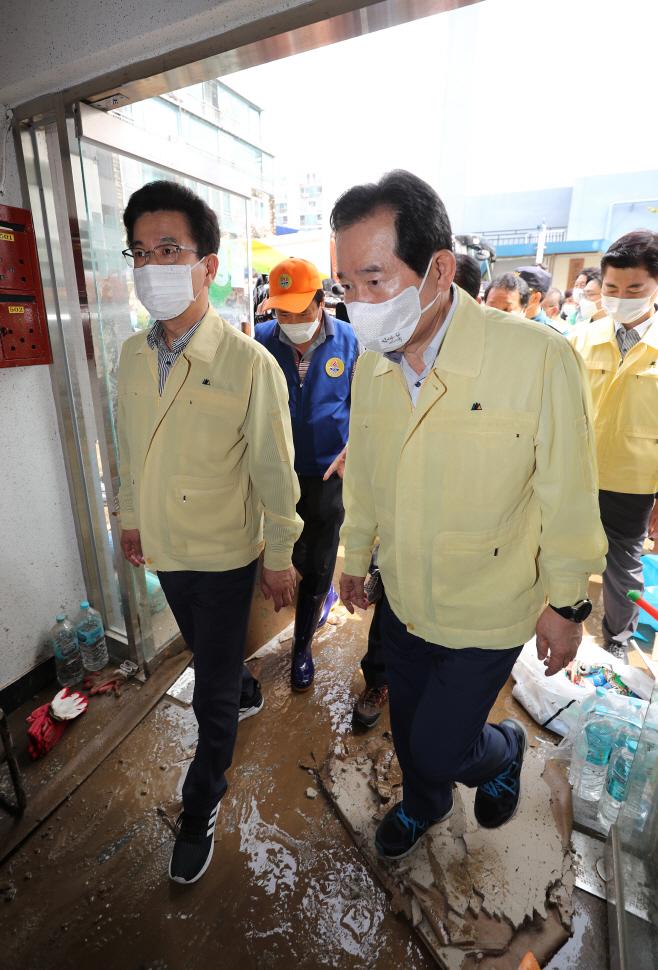 폭우피해 현장 살피는 정세균 총리