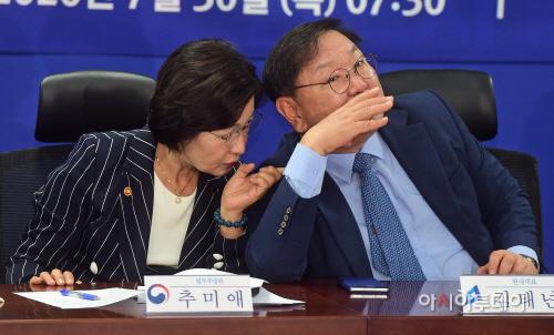 [포토] 이야기 나누는 김태년-추미애