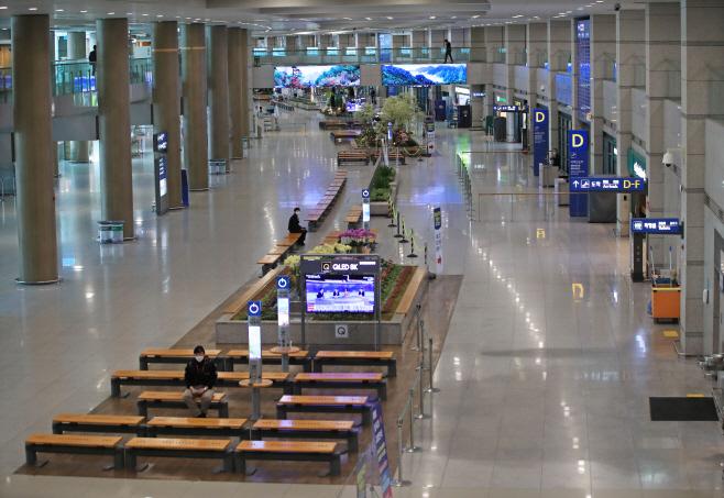 썰렁한 인천공항<YONHAP NO-2736>