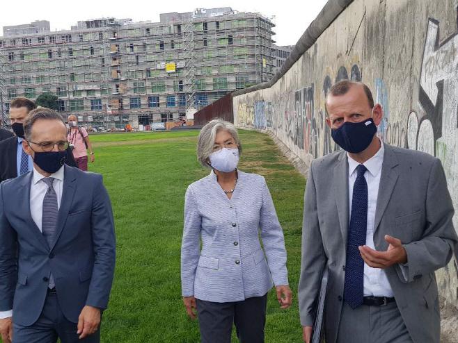 베를린장벽 기념공원을 찾은 한독 외교장관