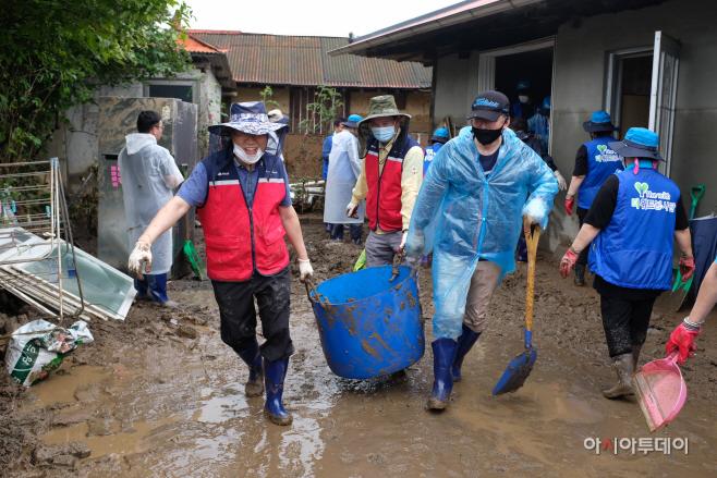 폭우 피해 복구활동에 자원봉사자 역량 결집