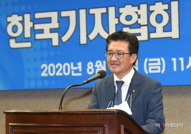 [포토]기념사하는 김동훈 한국기자협회회장