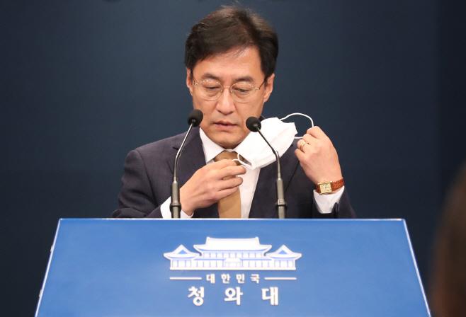 마스크 벗는 강민석 대변인