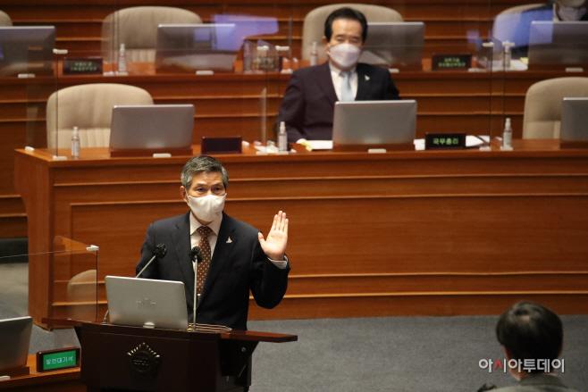 [포토] 대정부질문 답하는 정경두 장관