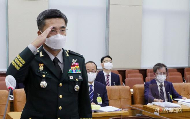[포토] 서욱 국방부 장관 후보자 '거수경례'