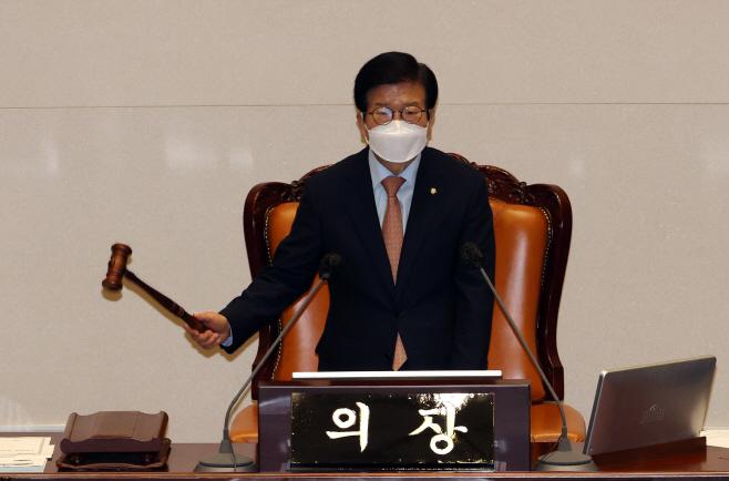 의사봉 두드리는 박병석 국회의장<YONHAP NO-2713>