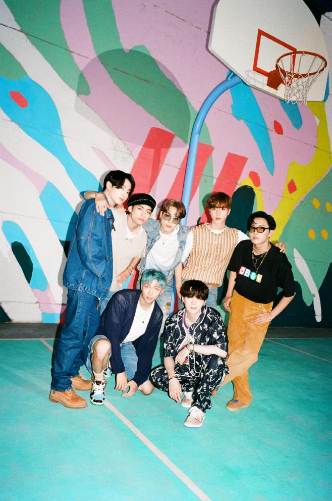 방탄소년단_Dynamite_티저 포토_단체(1)