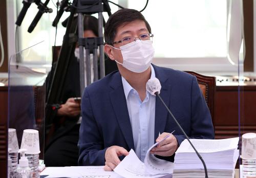 외통위 참석한 김홍걸 의원<YONHAP NO-2112>
