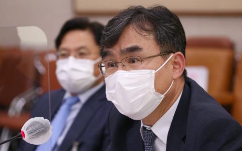 답변하는 박순철 서울남부지검장