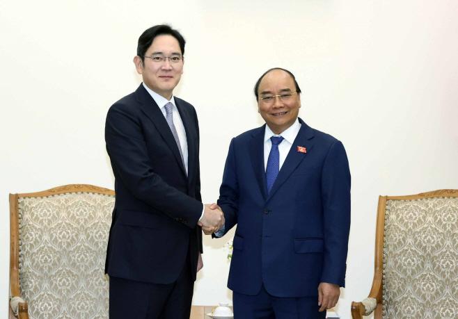 베트남 총리와 악수하는 이재용 삼성전자 부회장