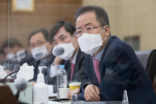 질의하는 무소속 홍준표 의원<YONHAP NO-4653>