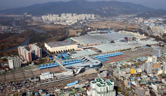 광주 송정역과 금호타이어 광주공장<YONHAP NO-4666>