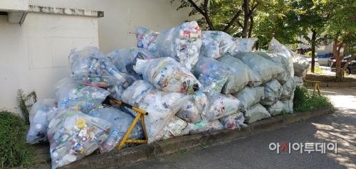 재활용 쓰레기 더미