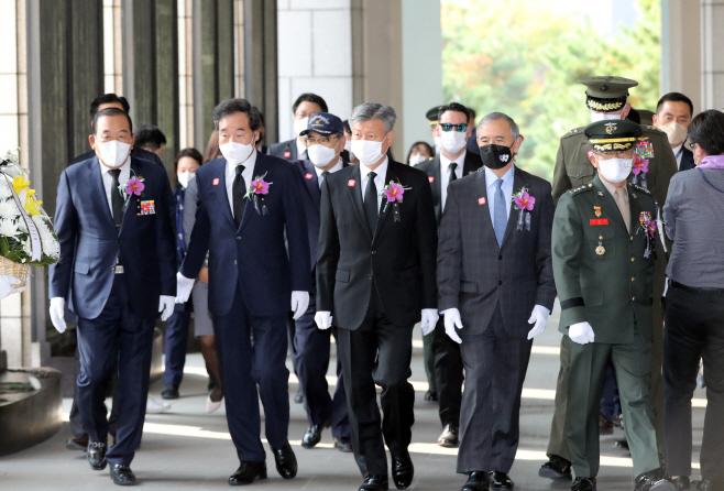 장진호 전투영웅 추모식 참석하는 이낙연 대표