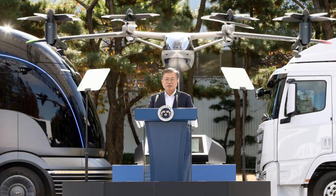 문 대통령, 미래차 전략 토크쇼 참석해 발언
