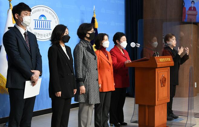 민주당 재보궐선거 공천 관련 규탄 기자회견