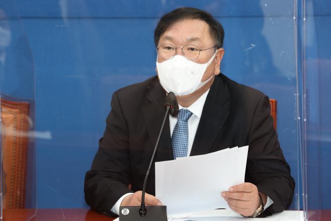 발언하는 민주당 김태년 원내대표<YONHAP NO-1603>