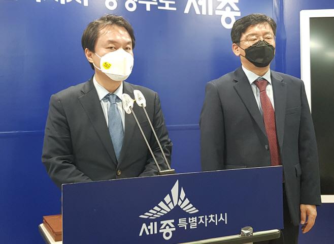 기자회견 하는 정의당 김종철 대표<YONHAP NO-1779>